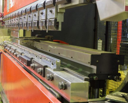 Disponemos de modernas máquinas de pliegue en nuestro taller